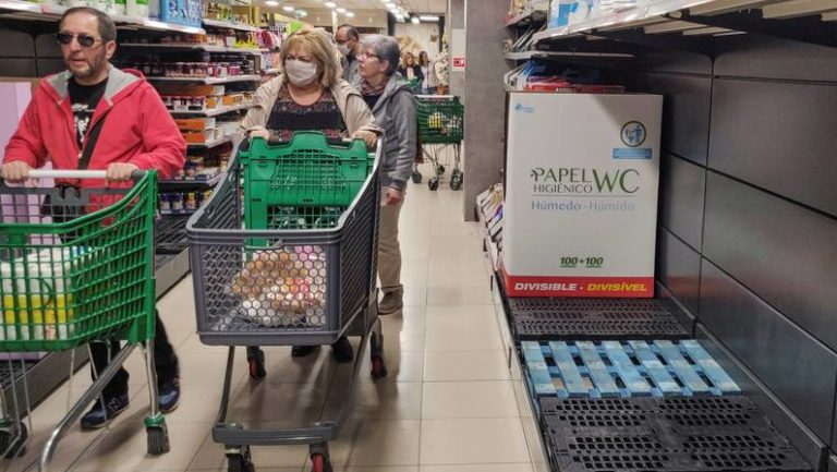 Supermercados, colas y estanterías vacías | Efecto del Coronavirus