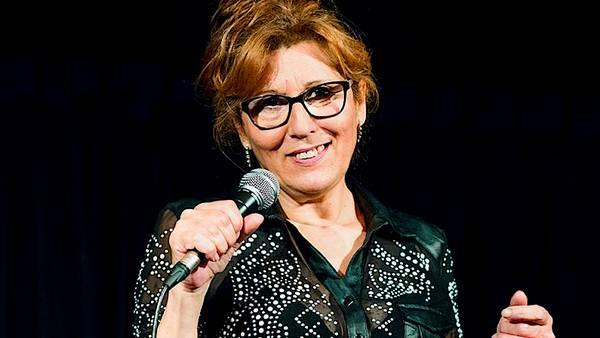 Neus Motos | Sesión de Humor «Risas en Casa»