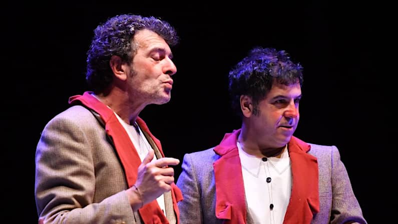 Lee más sobre el artículo Mofa & Befa Dúas pedras no Camiño | Festival Comediártiko