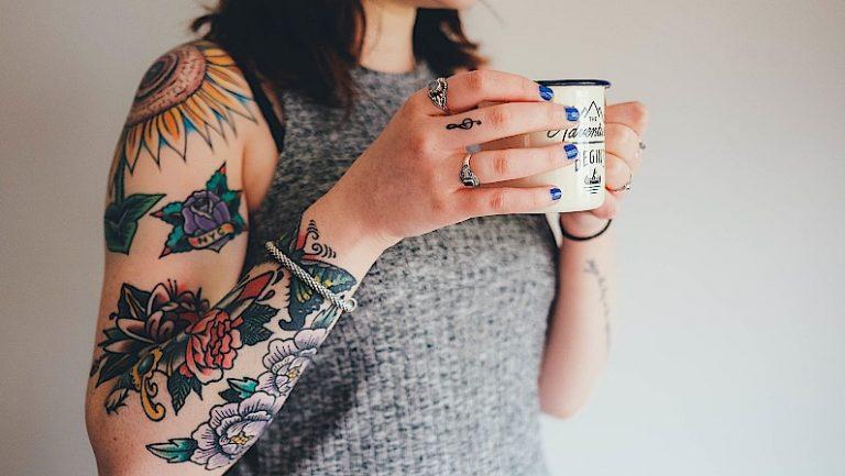 Lee más sobre el artículo Tatuajes por juguetes | Iniciativa Navideña en Galicia