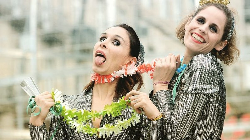 Lee más sobre el artículo Doce Uvas, dúas mulleres e unha oliva | Teatro en Vigo